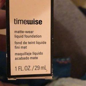 Matte wear liquid foundation